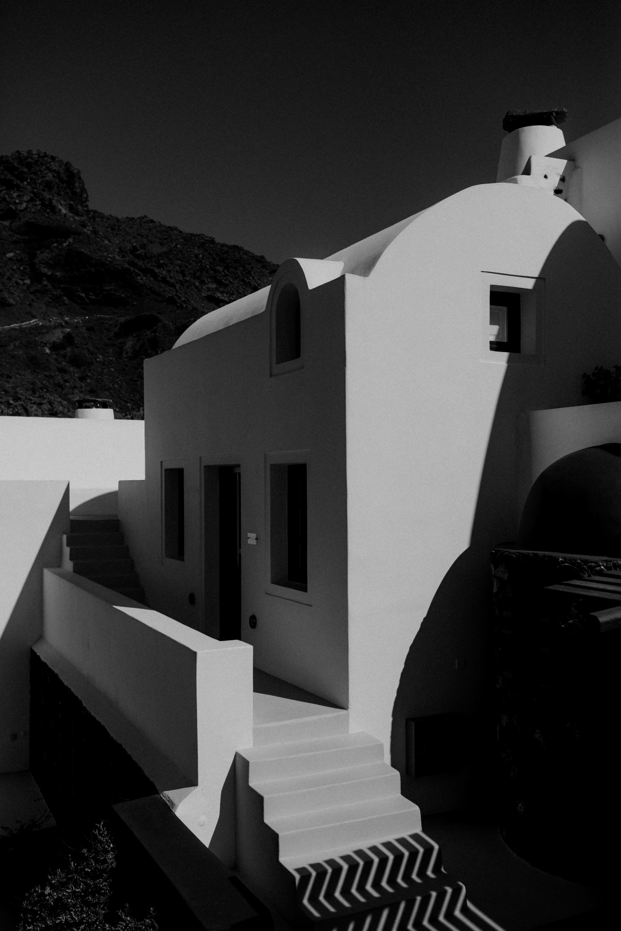 Wedding In Santorini Quintus And Mariska White On Black Studio (4)